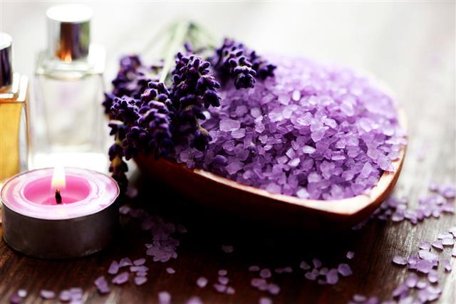 Lavender sprig bath salts