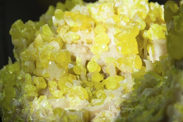 Sulfur crystal texture