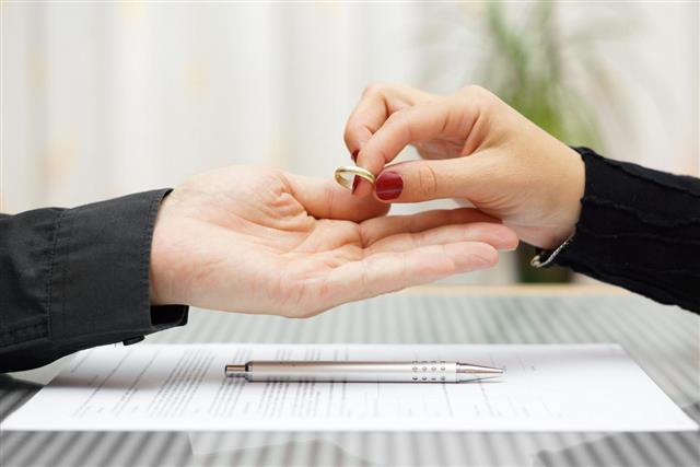 Woman returned wedding ring to husband. Divorce concept