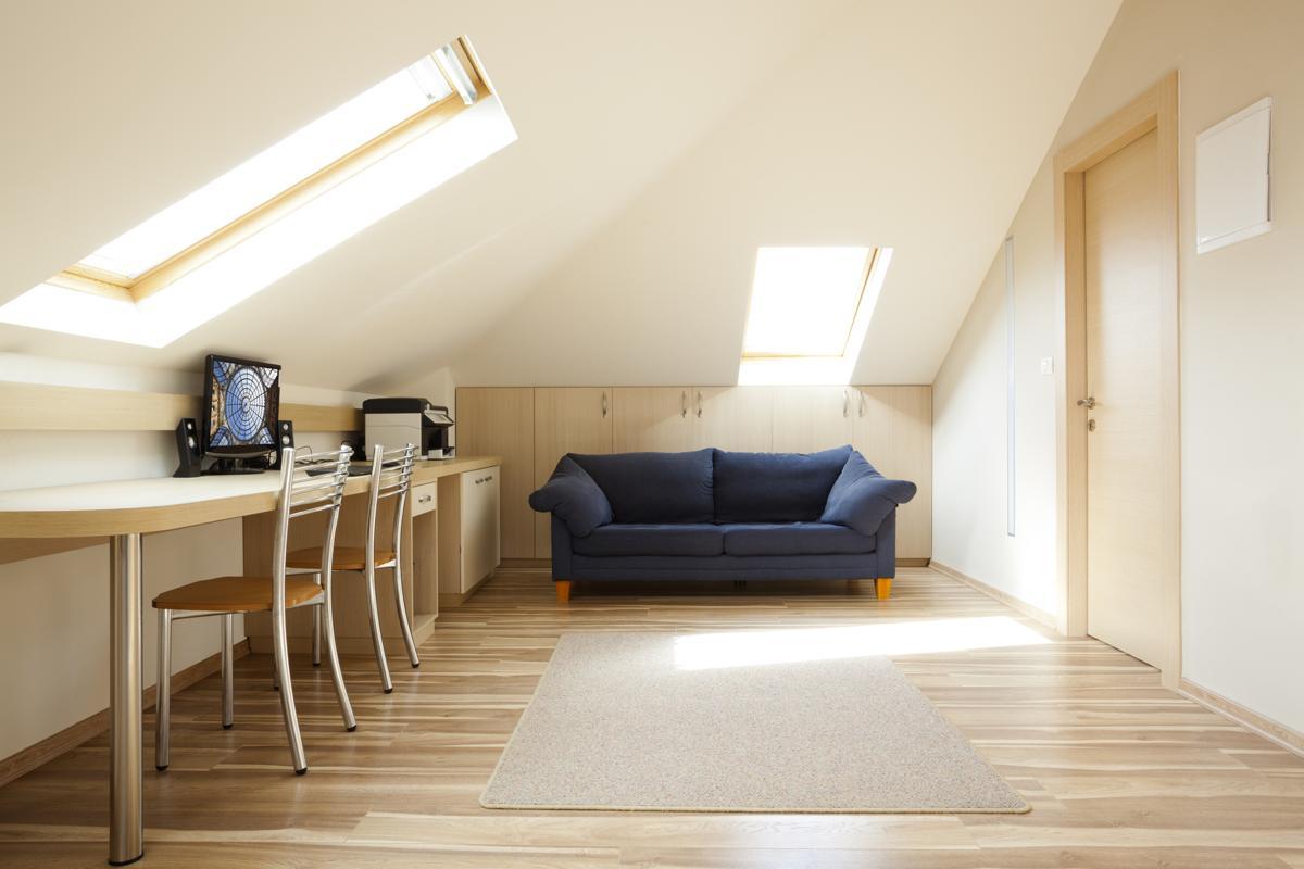 Natural or Artificial: Linoleum Flooring Vs. Vinyl Flooring