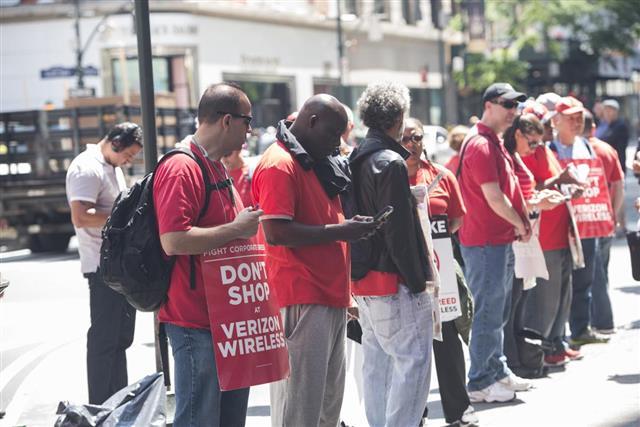 Verizon employees on strike picketing