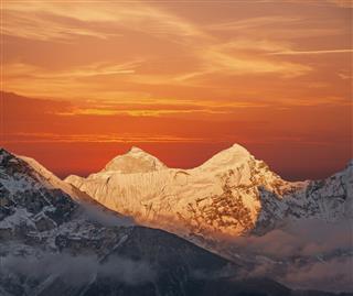 Makalu Peak Sunset