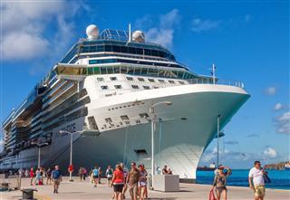 Cruise Ship Passengers In St Maarten