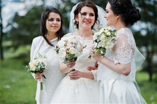 Pretty Bride With Bridesmaids