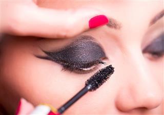 Mascara Applying