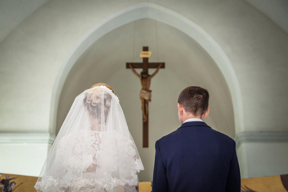 Wedding Songs Walk Down Aisle Church: Beautifully Heartwarming Songs To Walk Down The Aisle To