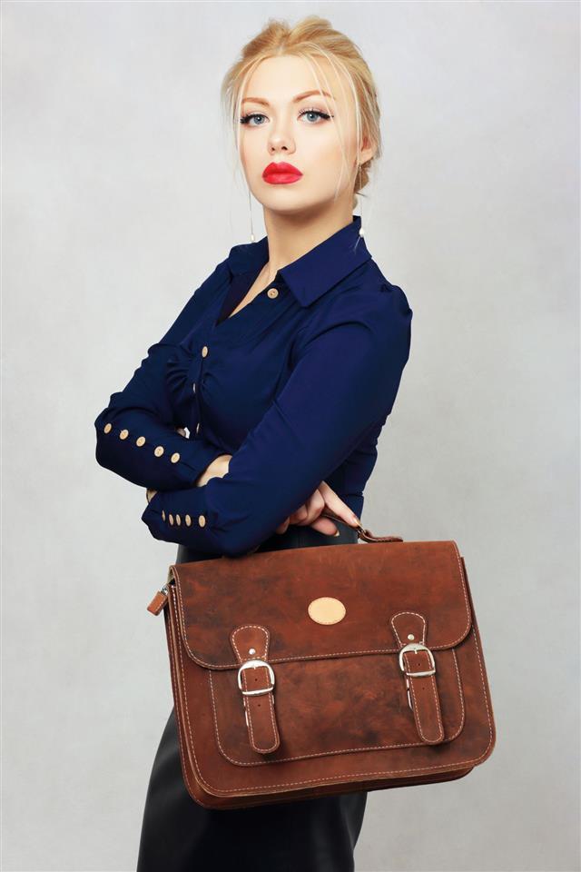 Model Holding Bag