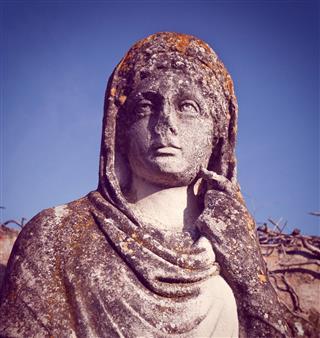 Roma Woman Statue