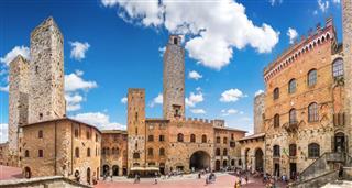 Famous Piazza Del Duomo
