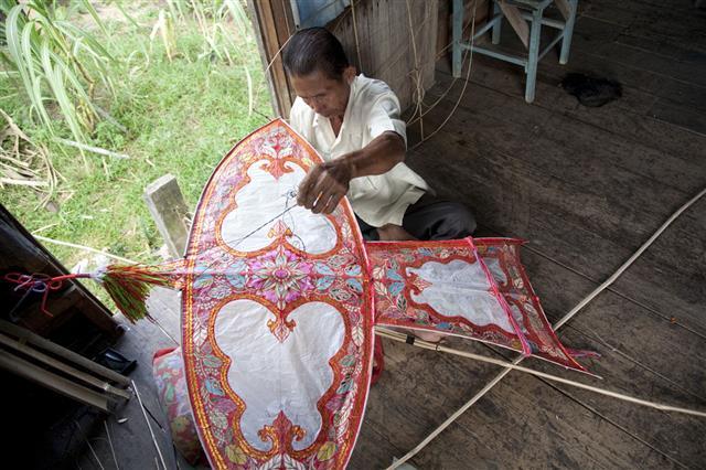 Malaysia Making Kites