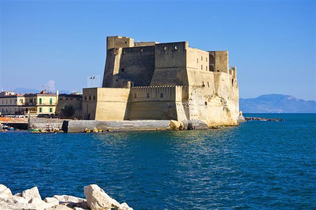 Castel Dellovo In Naples