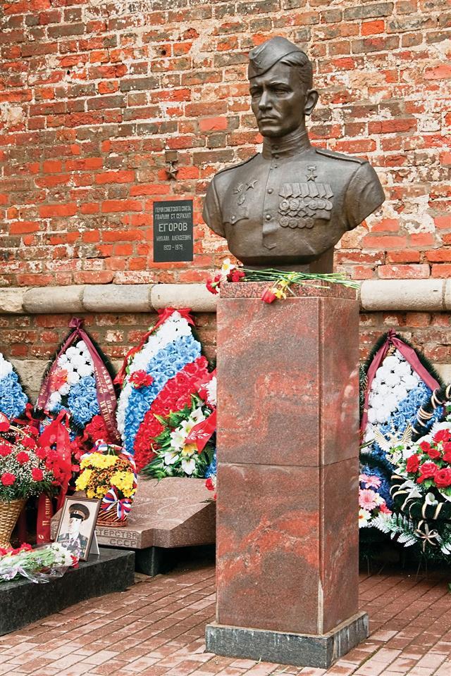 Monument To War Hero